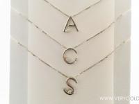 collier oro e diamanti iniziali
