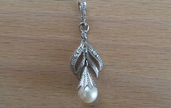 Pendente diamanti e perla